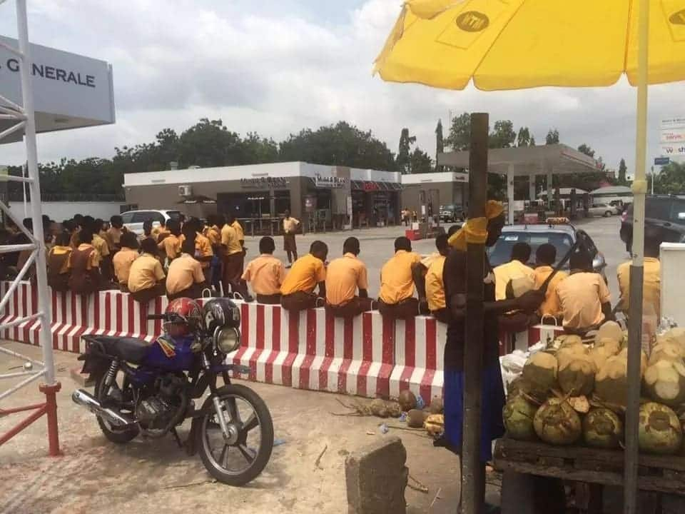 Ghanaians are utterly shocked as school children line up to welcome president Ouattara of Cote D'voire