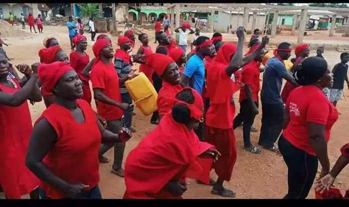 People dressed in red