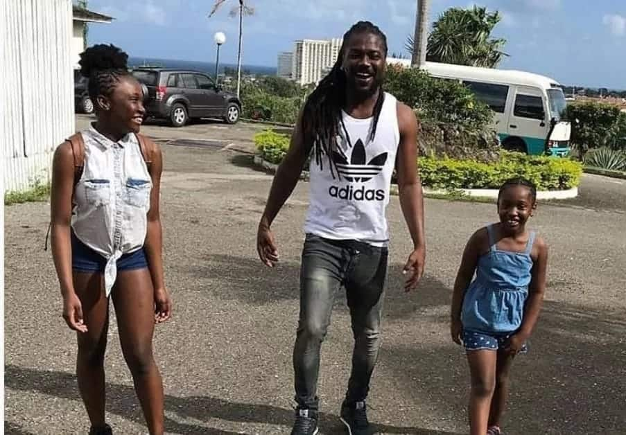 Samini enjoys time out with his daughters in Jamaica
