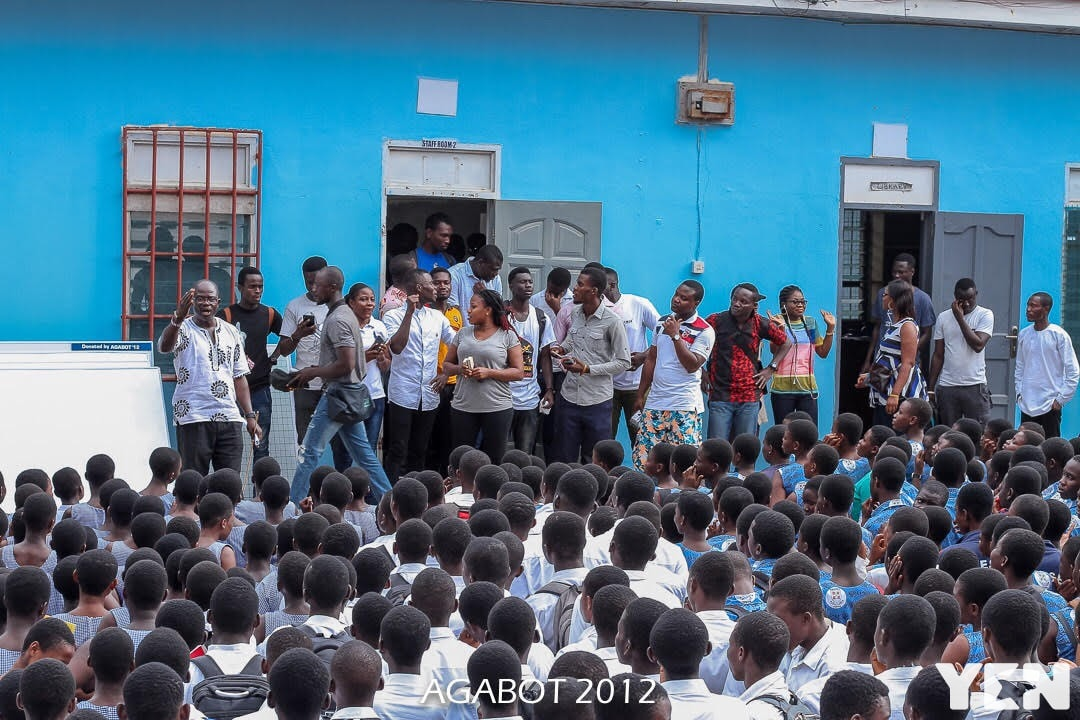 Old students of Teshie Presbyterian Senior High School donate to alma mater