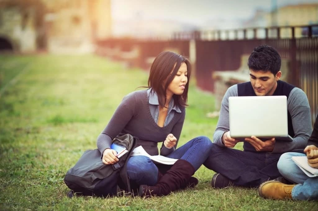 5 reasons why students date on campus