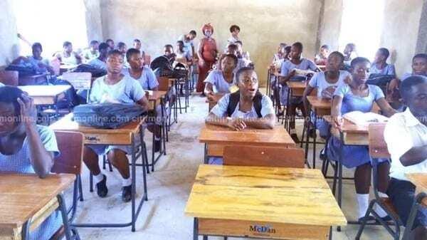 La Presby SHS receives new classroom furniture