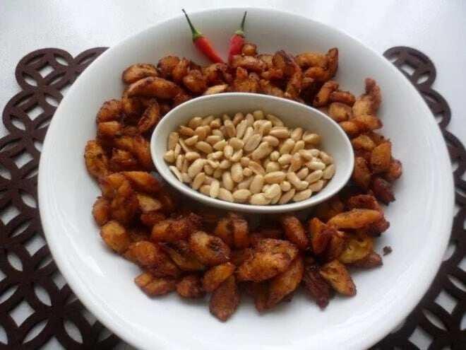 Kelewele served with nuts