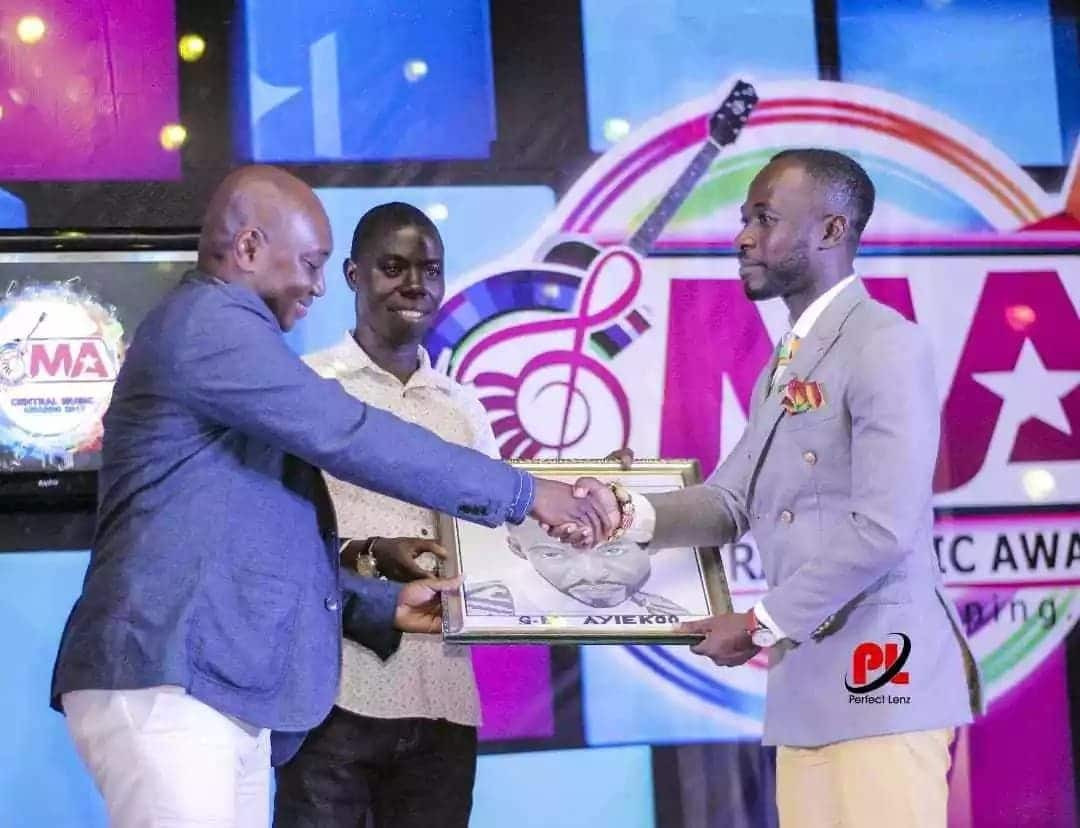 Okyeame Kwame honoured for exemplary leadership and creativity in the music industry