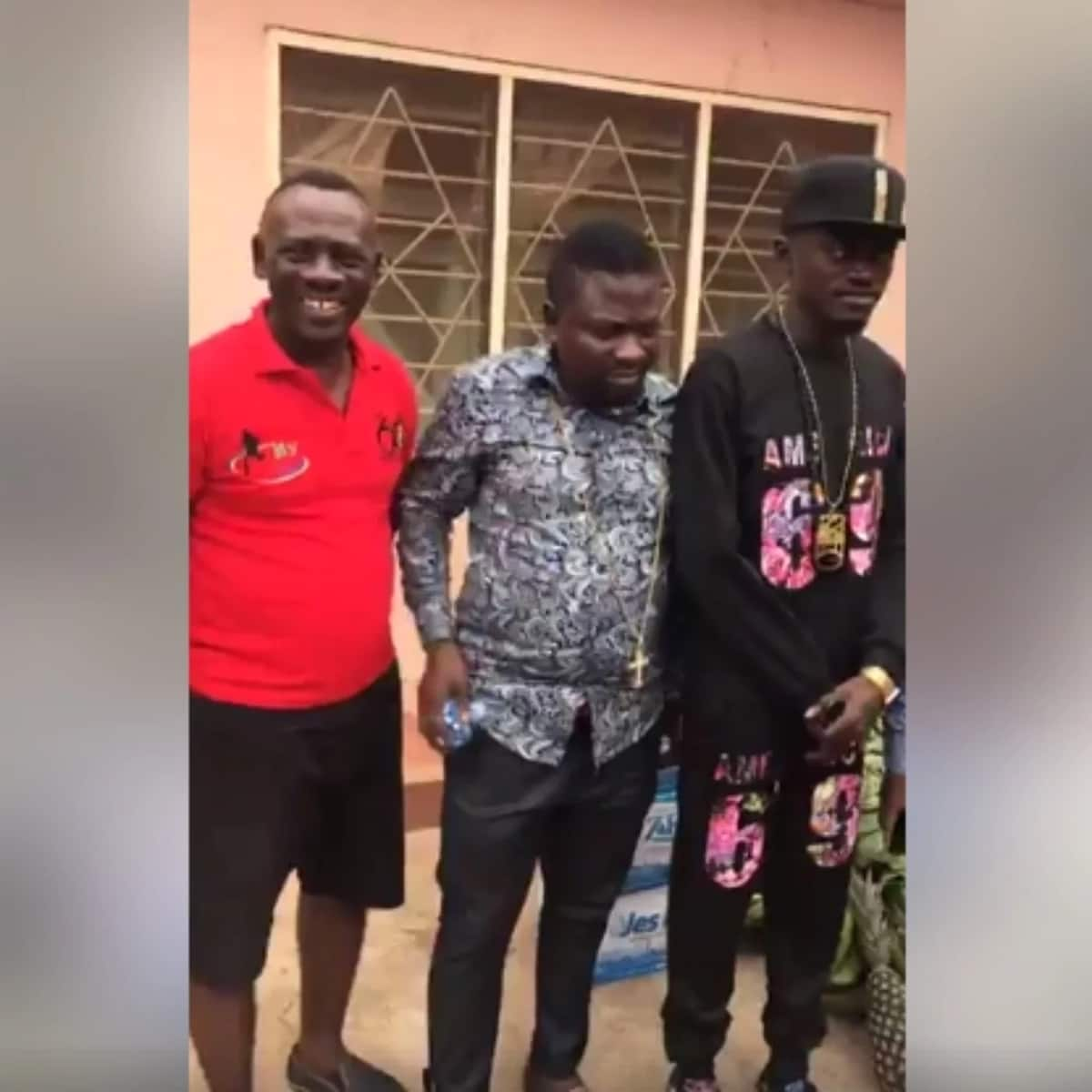 Lil Win and co donate to veteran actor and musician