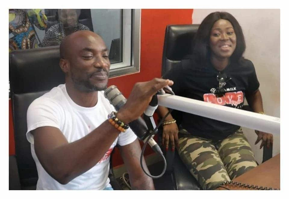 Kwabena Kwabena gives his manager, Fremar Ashkar the 'biggest' Valentine gift ever; a tattoo on his body to honour her