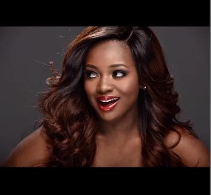Jackie Appiah's 'real beauty' exposed as she runs to 'hide' after camera captures her without wig