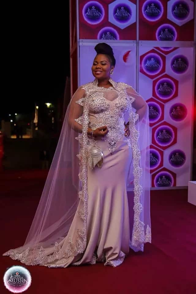 Gifty Osei strikes a pose in a white dress at the VGMAs
