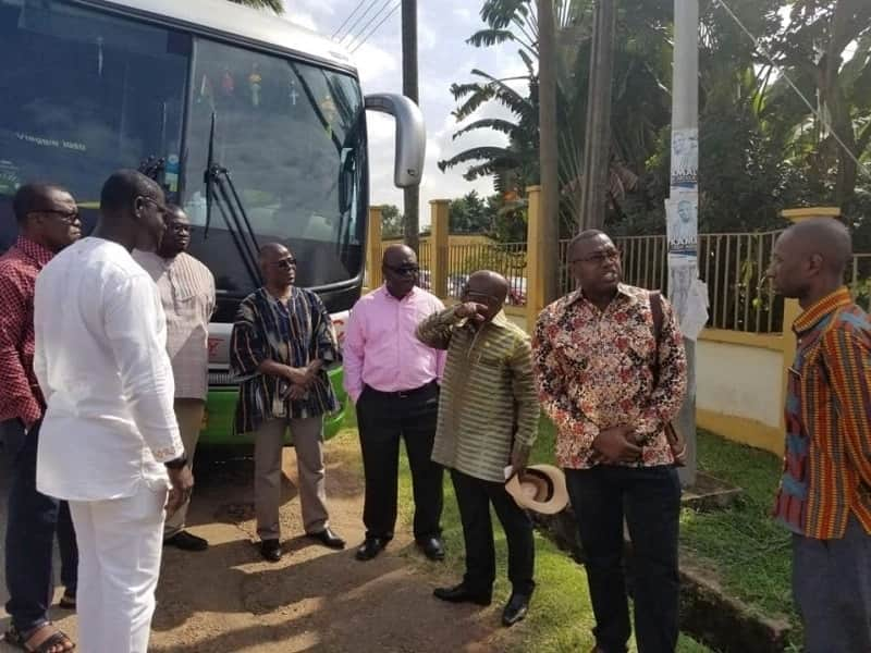 Prez Akufo-Addo cuts long convoy; provides bus for ministers