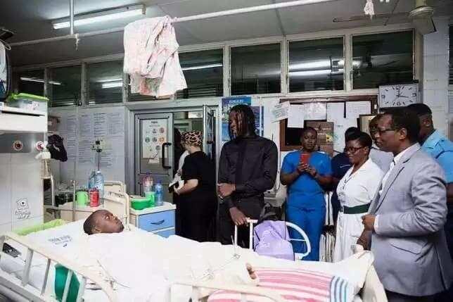 Stonebwoy celebrates birthday with Korle-Bu Teaching Hospital