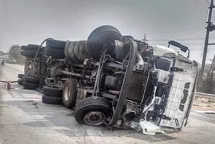 Accident: Gas Tanker crashes on the Tema Motorway; GNFS prevents explosion