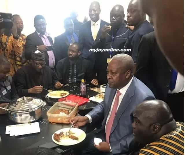Photos: Mahama enjoys 'Last Supper' with NDC MPs