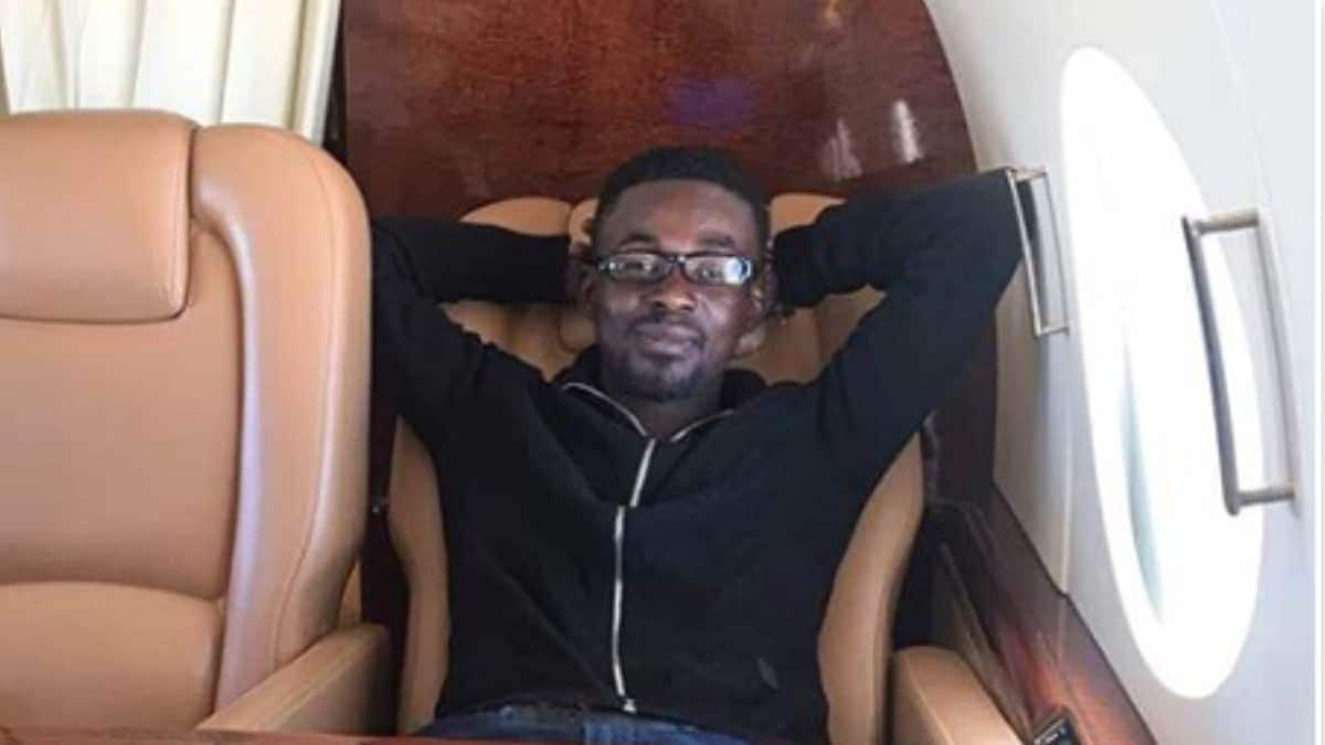 """NAM1 and friends jam to """"Betweener"""" in his private jet"""
