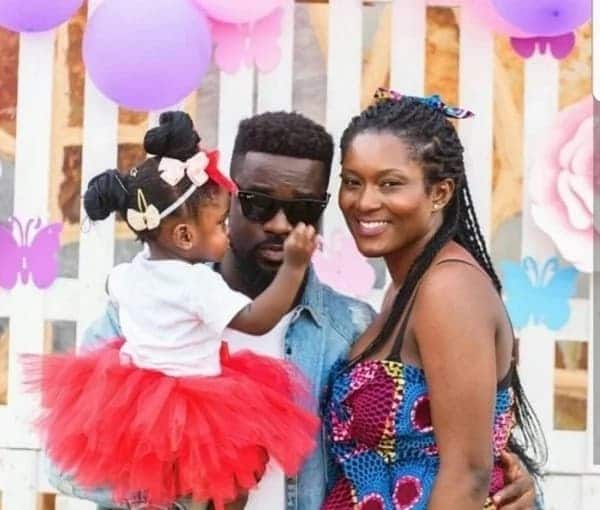 Sarkodie with Tracy and beautiful Titi