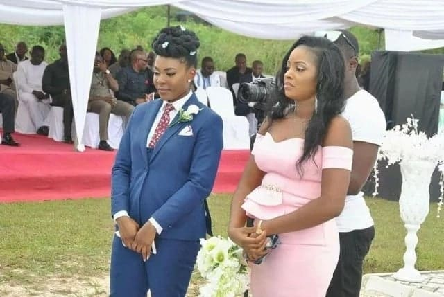 "Groom's sister plays the role of a ""best man"" at a wedding"