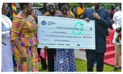Bawumia takes a photo with dummy cheque with a serious spelling mistake (Photo)