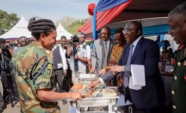 Bawumia serves Armed Forces lunch at Burma Camp