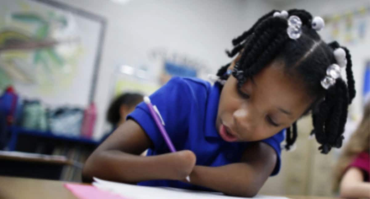 Young girl born without hands receives national award for best handwriting