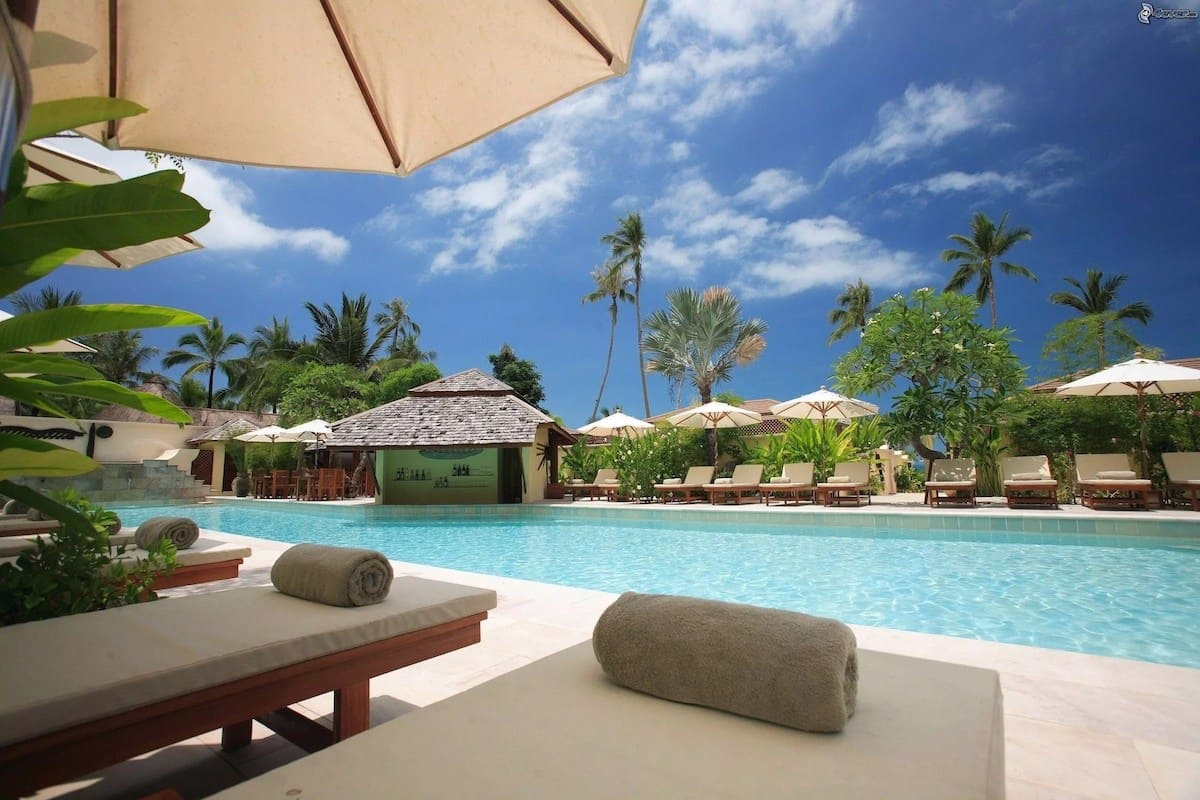 swimming pools in Accra, outdoor swimming pools in accra, hotels with swimming pools in accra