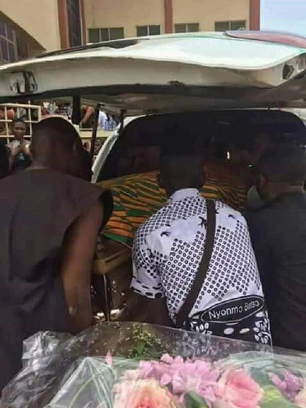 11 sad photos from Franky Kuri's burial that will break your heart today