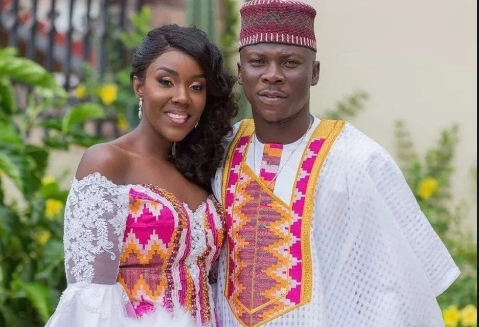 Stonebwoy and wife seen 'chopping' love in a car