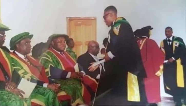 10 pictures you will understand if you've ever been a graduate in Ghana