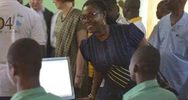 Teacher defies odds, teaches ICT using faded blackboard