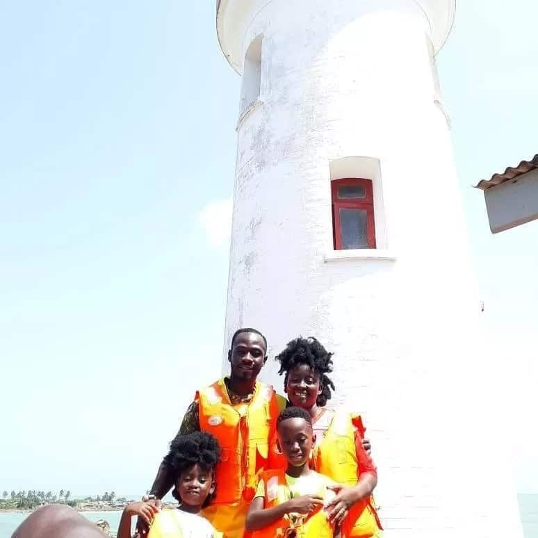 Okyeame Kwame chills with Minister of Culture