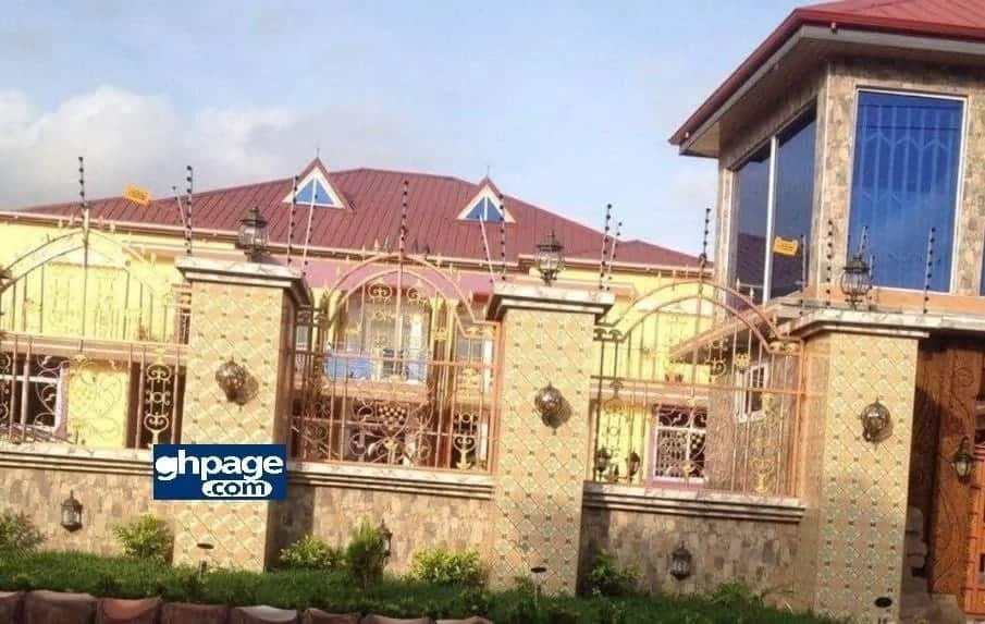 Photos and video show Captain Smart's beautiful mansion and cars