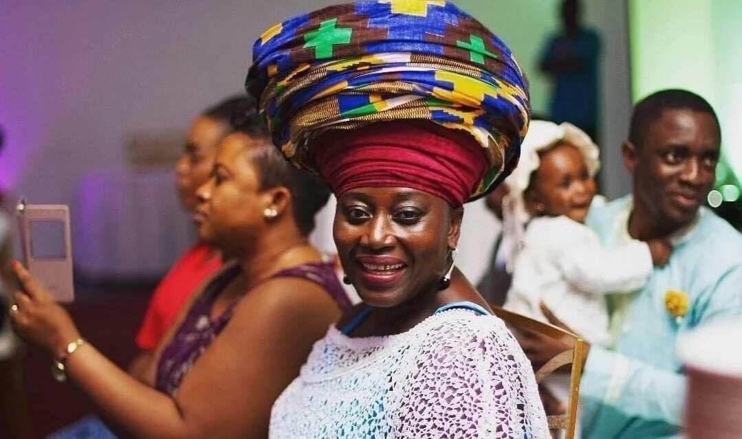 Akuma mama zimbi weeps for KABA during memorial service