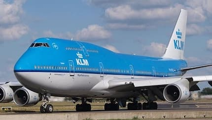 Police doctor saves woman on board KLM flight