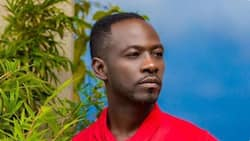 Okyeame Kwame: Rapper drops first ever photo of senior brother; Ghanaians react