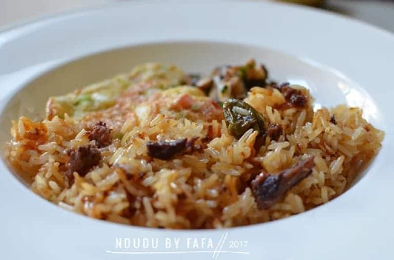 """""""Oil rice"""" with fried eggs"""