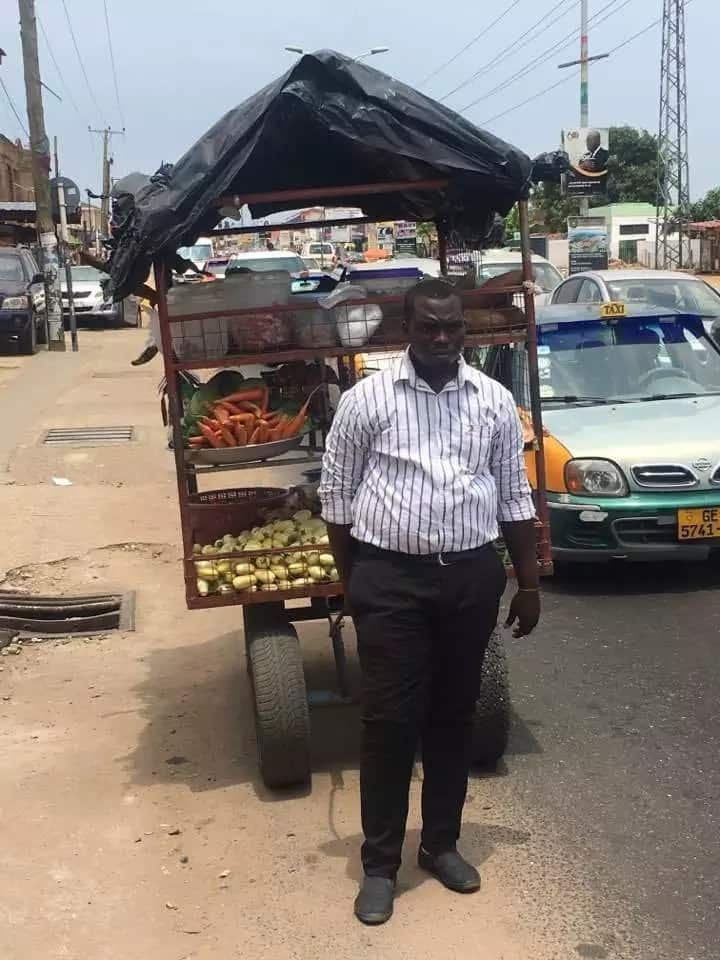 """Sophisticated"" grocery seller becomes instant social media sensation and entrepreneurship role model"