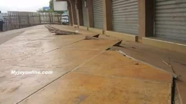 Traders in Kumasi run for their lives as two-storey building sinks