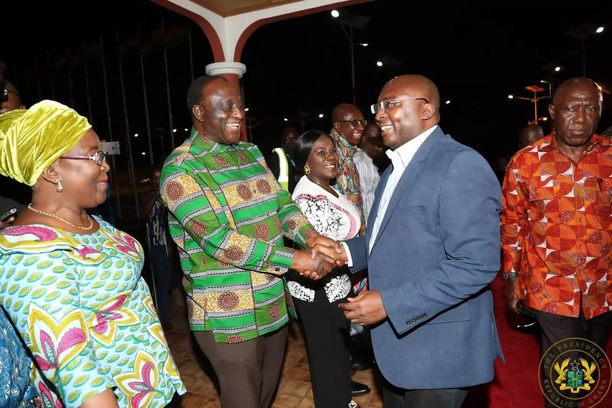 Dr Bawumia in a warm handshake with Trades Minister, Alan Kyerematen