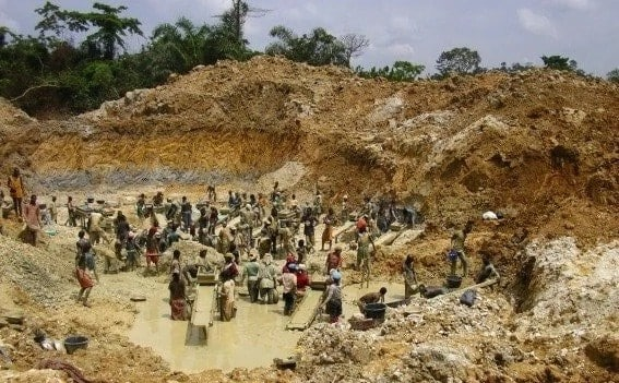 Another galamsey pit caves in killing one, trapping others