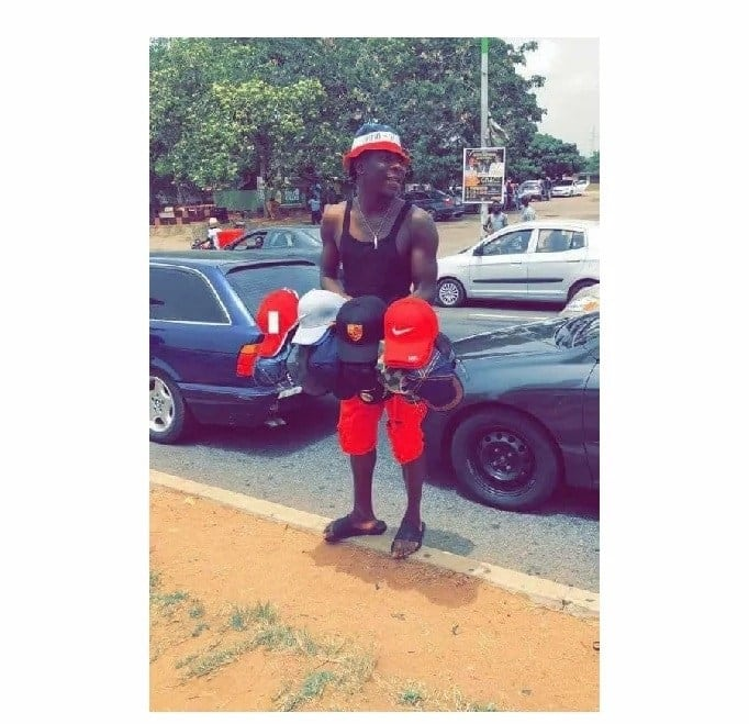 """Stonebwoy spotted """"selling"""" on the streets of Accra"""