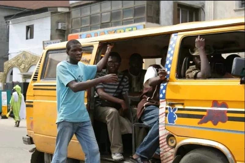 Video of hot exchange between passenger and mate in trotro over change pops up