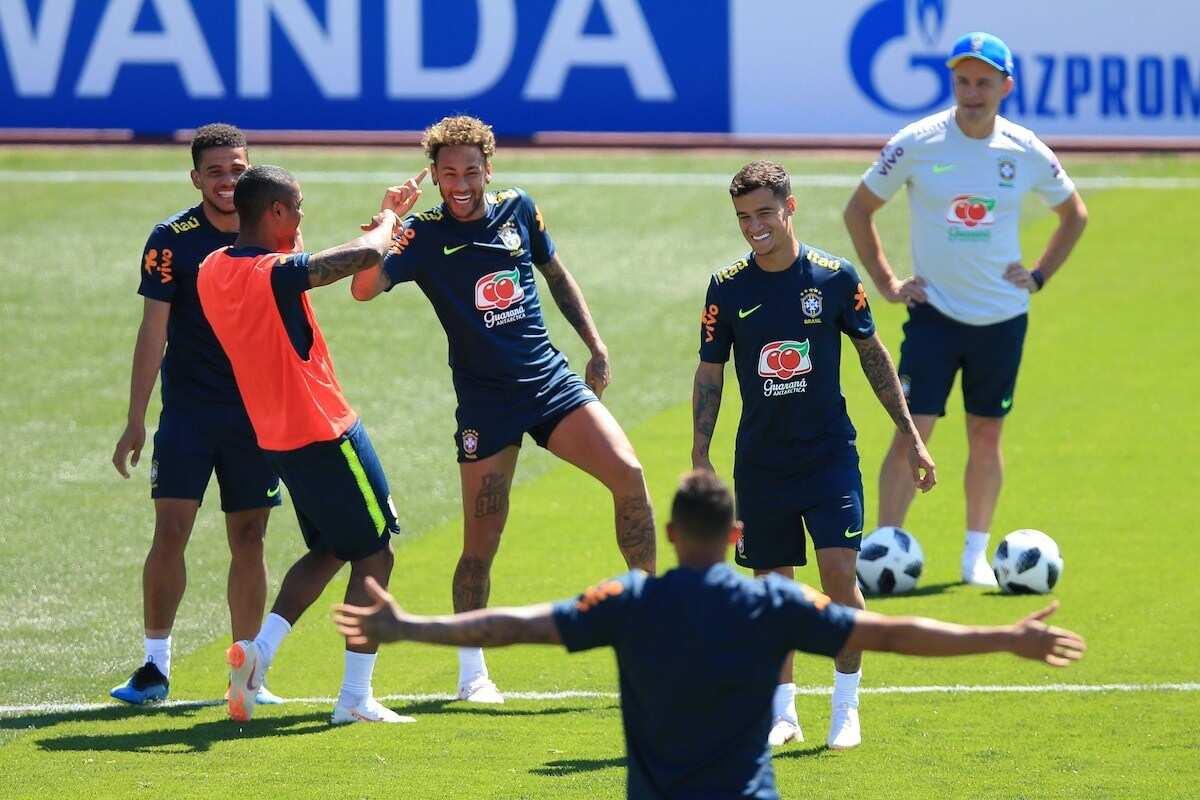 Coutinho, Neymar score as Brazil beat hard fighting Costa Rica 2-0