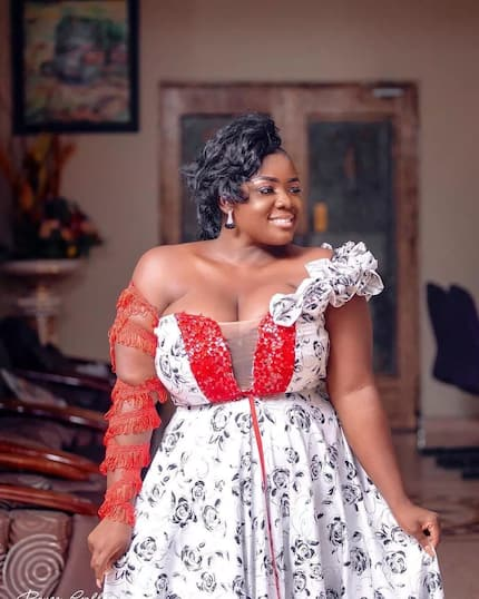 "Tracey Boakye causes confusion as she puts heavy ""assets"" on display in new photos"