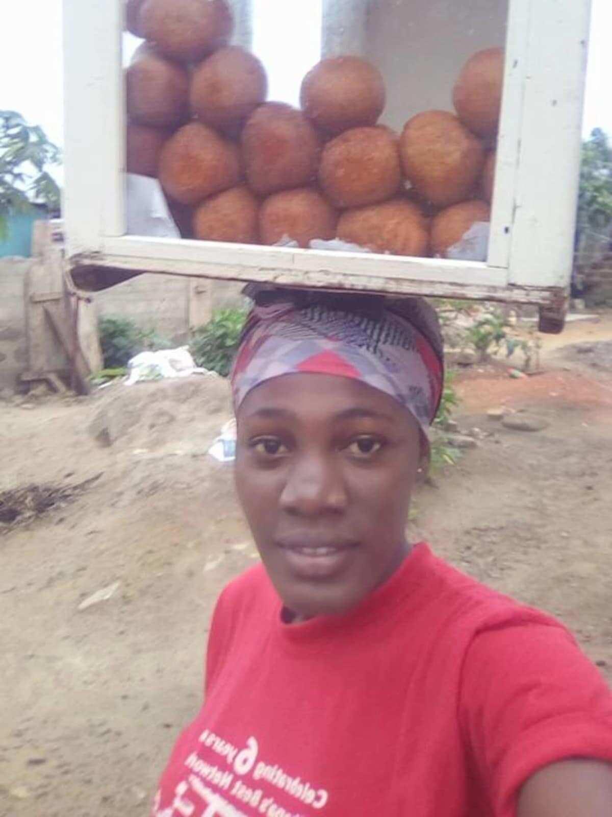Photos of pretty 'bofrot' seller warms hearts on social media