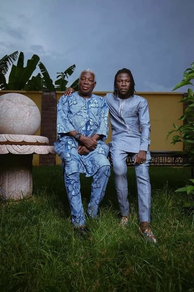 Stonebwoy dazzles in latest photo with his 'fresh boy' father