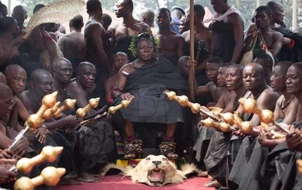 Otumfuo Osei Tutu II storms Asantehemaa's funeral with his 'rare' dance