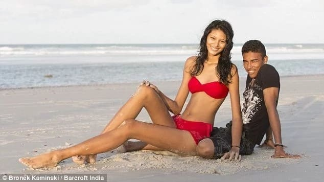 Extremely tall woman finds love in man almost half her height