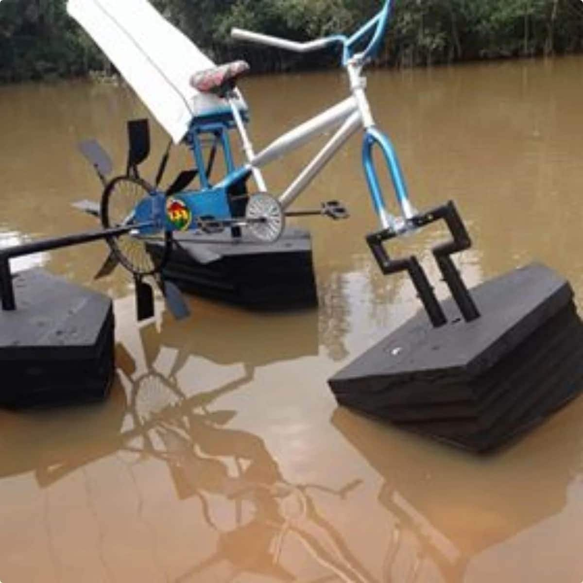 Ghanaian student builds bicycle meant for water