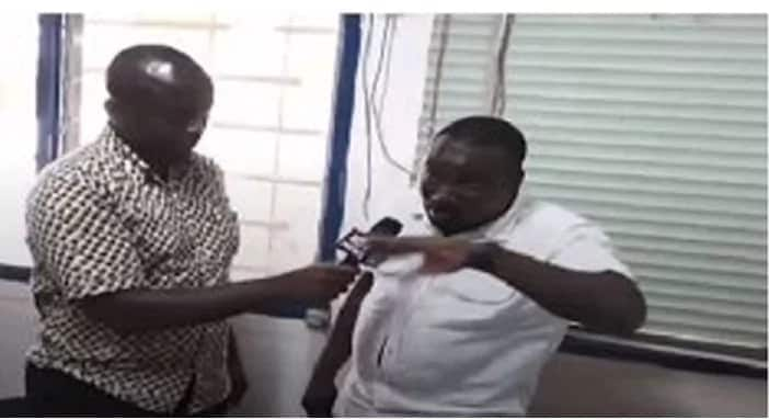 A man speaking with a journalist