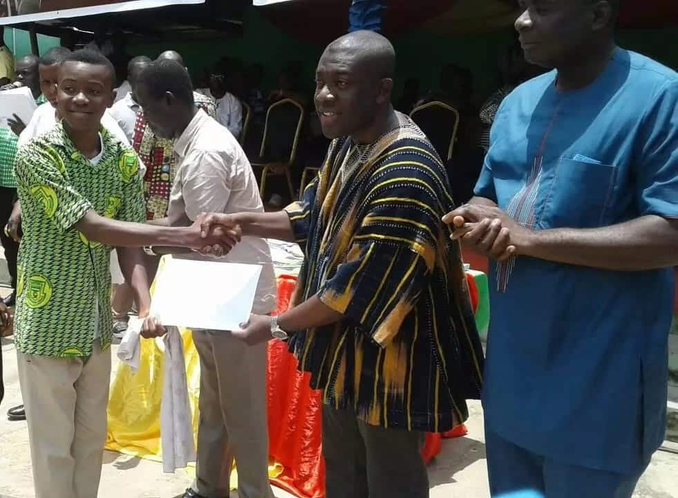 """Kojo Oppong-Nkrumah gets hailed as """"savior"""" after offering scholarship to 200 students"""