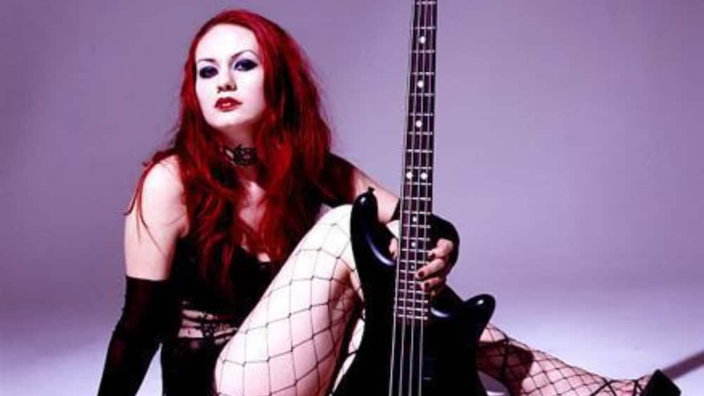 Rayna Foss: 5 fast facts about the Coal Chamber bass guitarist