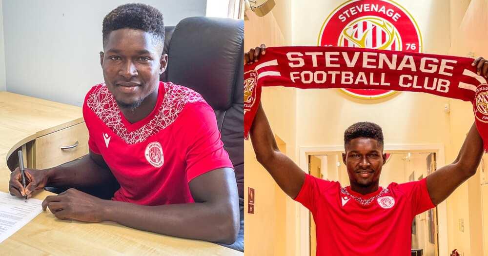 Ghanaian goalkeeper Joseph Anang sigining contract